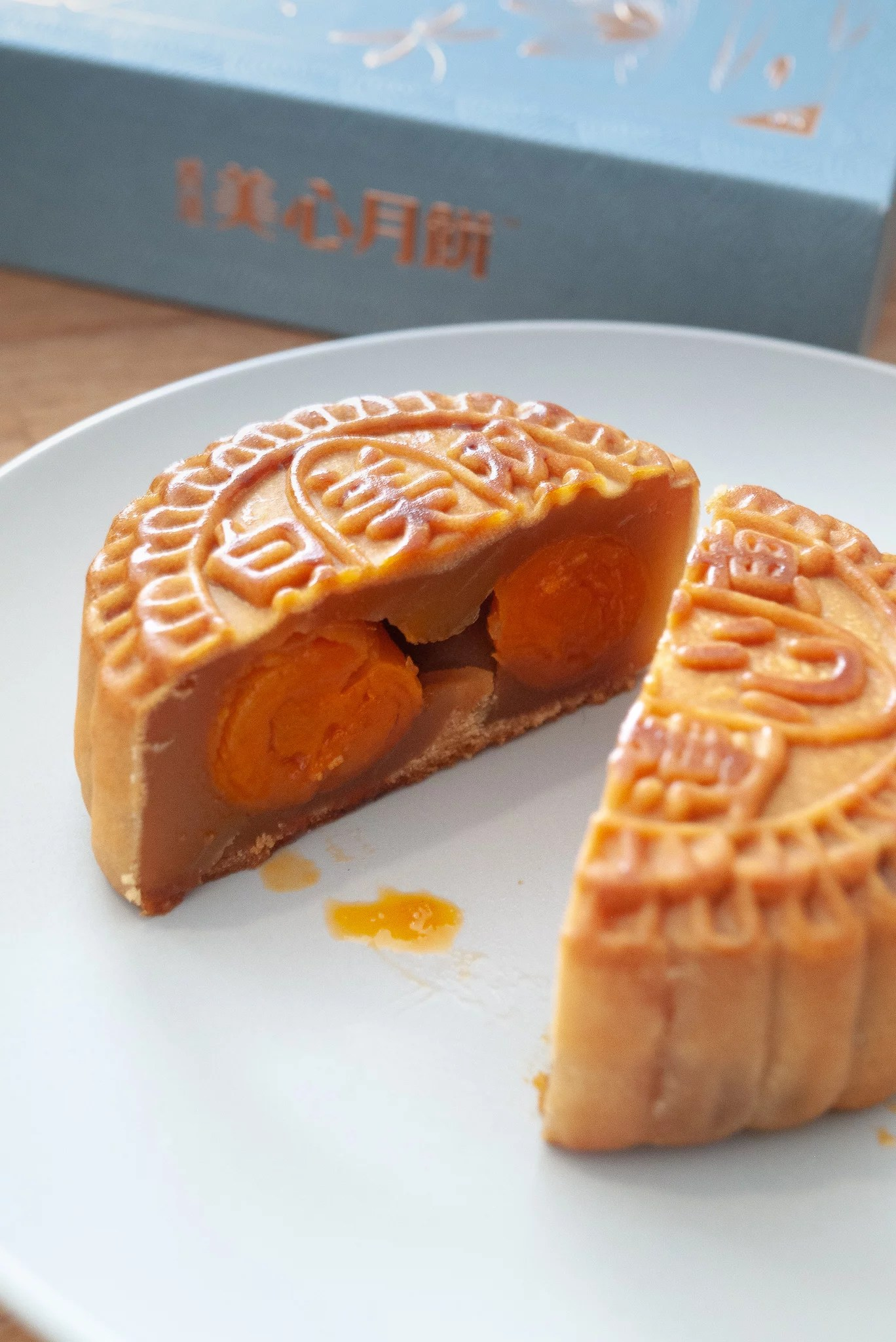 Hong Kong MX Double Yolk Lotus Seed Mooncake