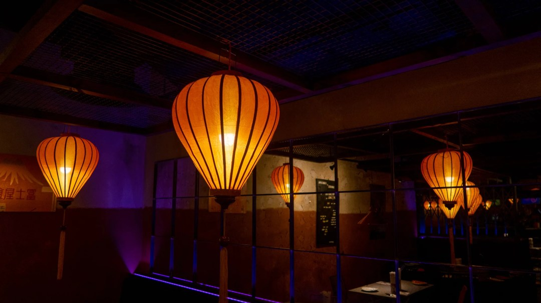 Tampopo lighting in the shape of a lantern. A mirror is in the background which reflects these lanterns
