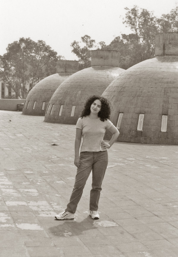 Elsa Mora 2000 sepia small