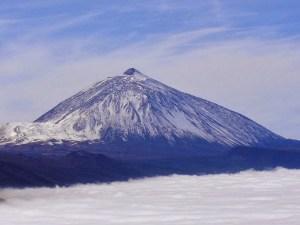 El Teide (Tenerife), según las creencias guanches, esta montaña era la morada de Guayota, el demonio