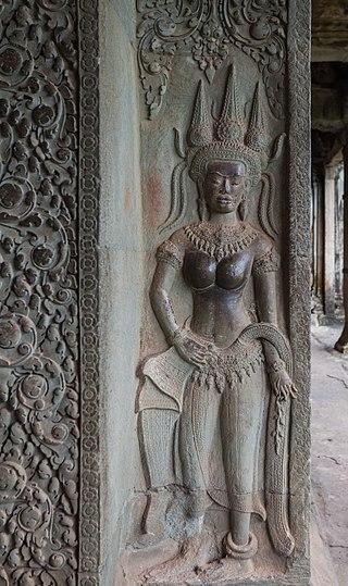 320px-Angkor_Wat,_Camboya,_2013-08-15,_DD_023