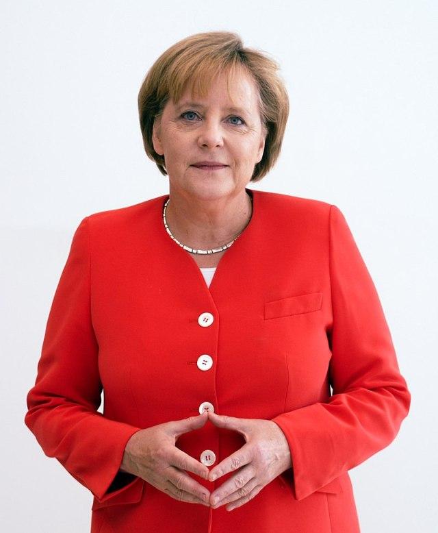 800px-Angela_Merkel_Juli_2010_-_3zu4