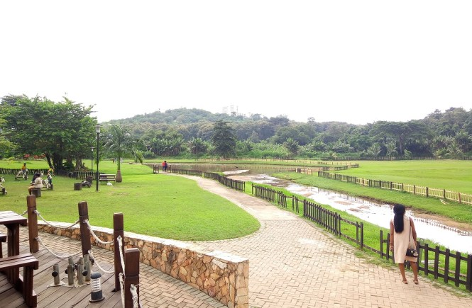 Elsie Godwin in Agodi Gardens - elsieisy blog - Travel blogger