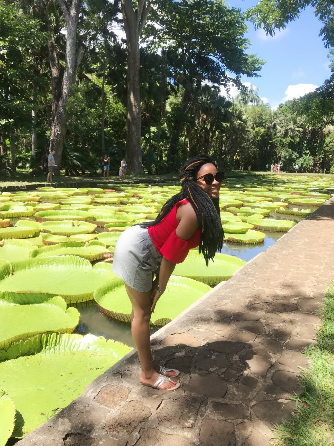 Elsie Godwin pose at Sir seewoosagur ramgoolam botanic garden - elsieisy blog