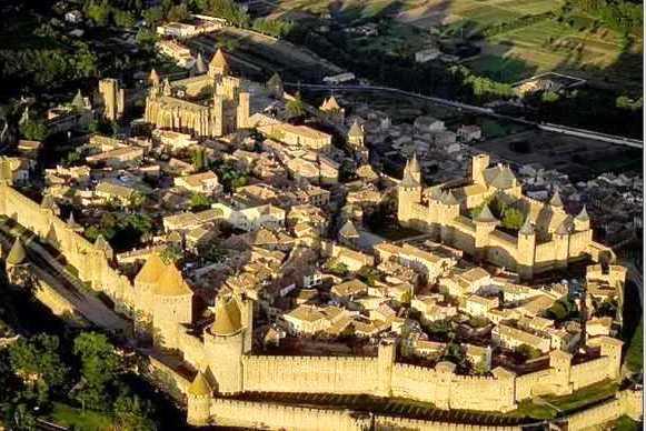 medieval city in France - elsieisy blog