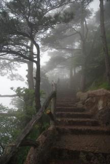 Huangshan Gele bergen China trappen mist