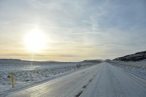 Besneeuwde weg in IJsland