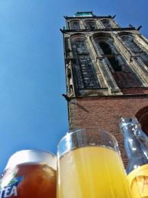 Drankje onder de Martinitoren bij de Kosterij