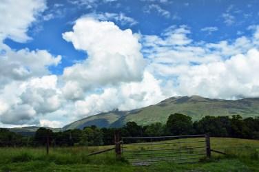 Uitzicht op Schotland vanuit de auto