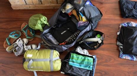 Inpakken van mijn backpack voor drie weken vrijwilligerswerk in Nepal met All Hands Volunteers