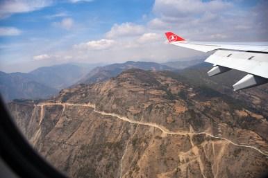 De vallei rondom Kathmandu vanuit het vliegtuig