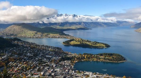 Zicht op Queenstown Nieuw-Zeeland vanaf de top van de gondola
