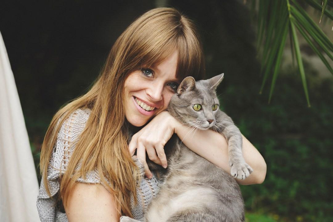 retrato chica con gata