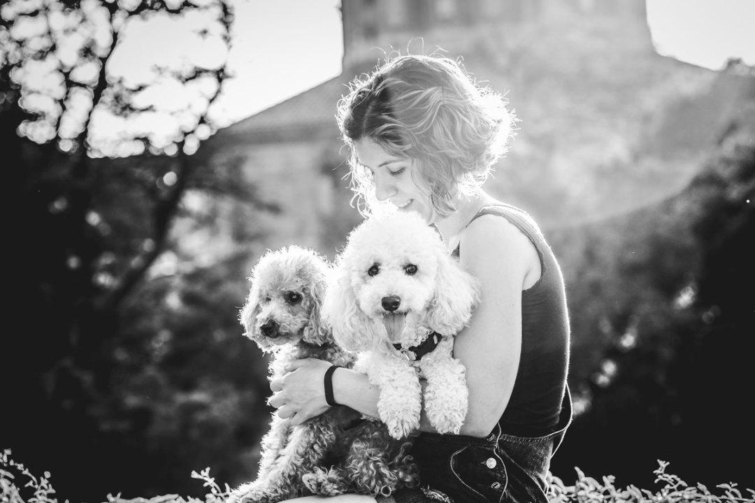 Fotógrafo de mascotas: Caniches en el Teatre Grec
