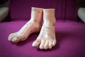 Reflexzones getekend op voeten