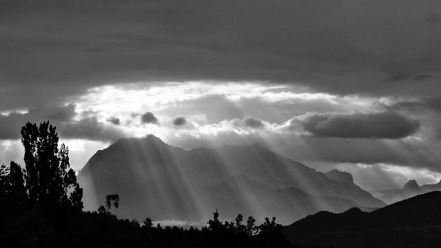 suns-rays-478249_960_720