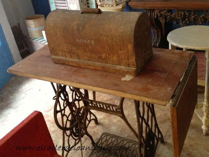 Reinventa mesa de cocina singer el taller de lo antiguo for Maquina que cocina