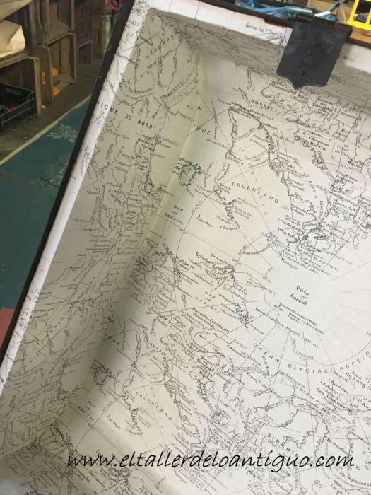 interior forrado de papel restauración de un baúl de tejido gutapercha
