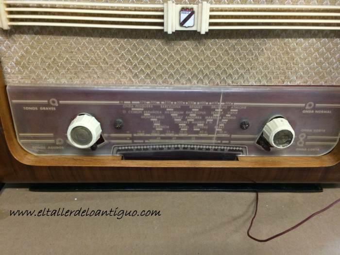 19-reproducir-boton-de-radio-antigua