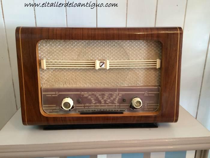 20-reproducir-boton-de-radio-antigua