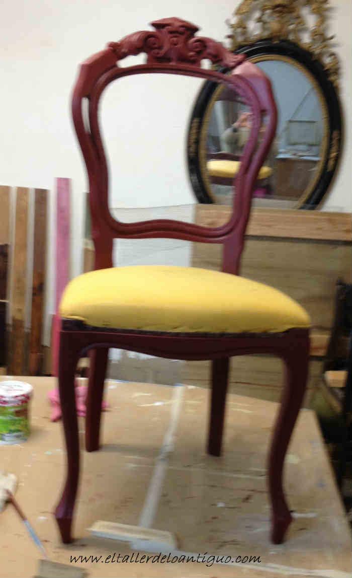 4-doramos-una-silla-con-papel-de-oro