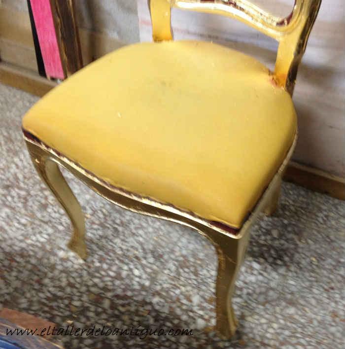 6-doramos-una-silla-con-papel-de-oro