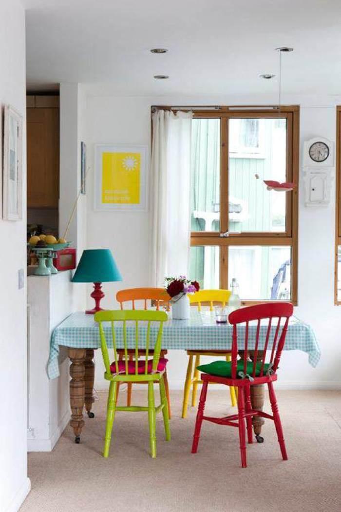 Mesas y sillas de colores el taller de lo antiguo for Ondarreta mesas y sillas