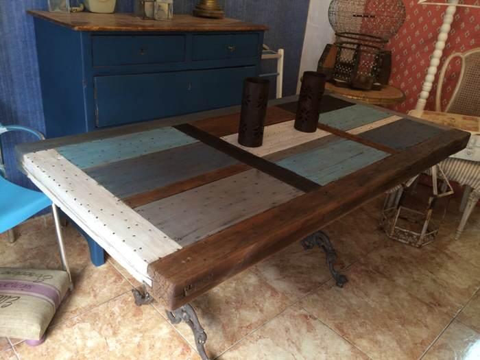 Reciclar de puerta a mesa de exterior el taller de lo for Mesas con puertas antiguas