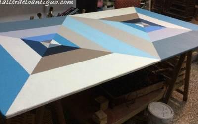 Pintar mesa de taller de colores
