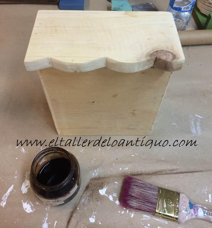 3-Taburete-en-decape-blanco-y-topo-marypaint