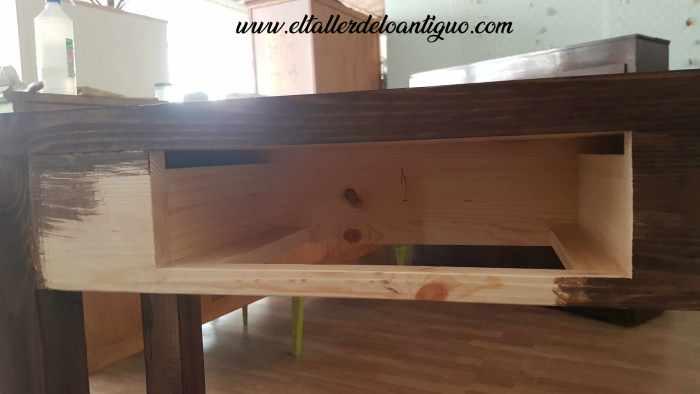 Mueble rústico a medido teñido con nogalina muy oscura