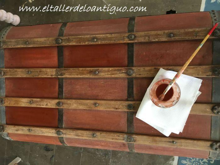 tintado del tejido, restauración de un baúl de tejido gutapercha