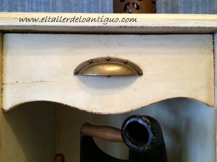 6-Pintar-mueble-rustico-en-blanco