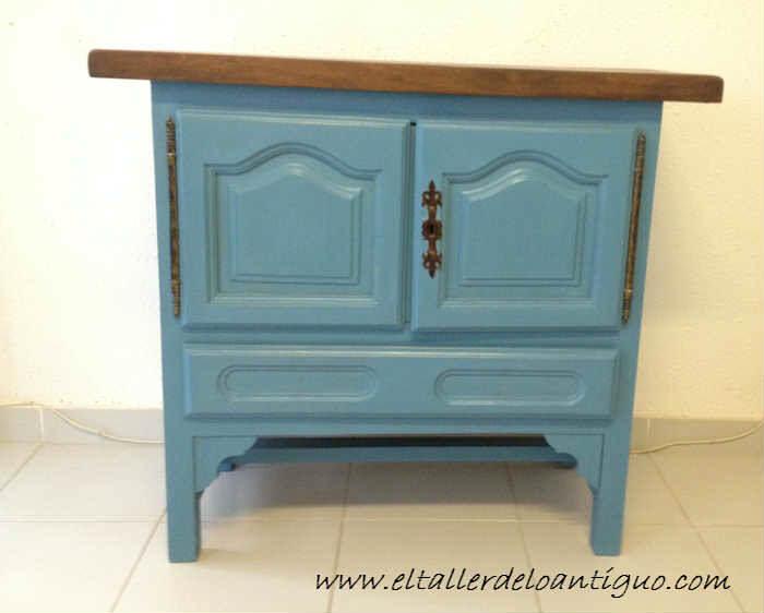 Pintamos en azul altea un mueble de tele el taller de for Muebles para aulas