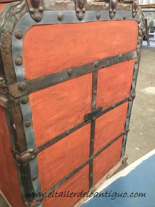 secado del tinte restauración de un baúl de tejido gutapercha