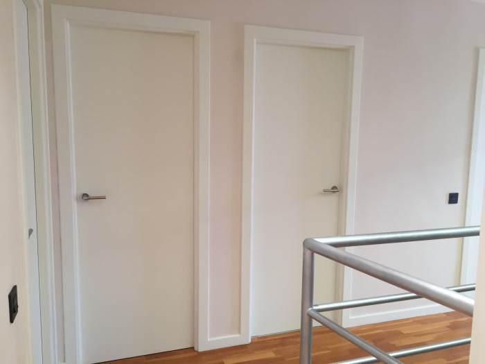 Lacar puertas en blanco precio cool lacar puerta taller for Cuanto cuesta una puerta de madera