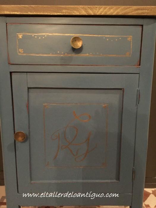 9-pintar-monogramas-en-muebles