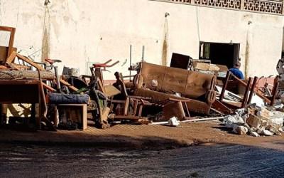 Como reparar muebles estropeados por el agua Primeros pasos para tratar y salvar muebles de una inundación