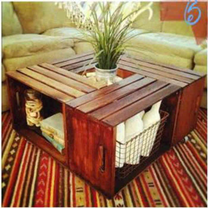 a continuacin os muestro una mesa de caf tambin hecha con cajas de fruta en esta ocasin la madera est teida y barnizada