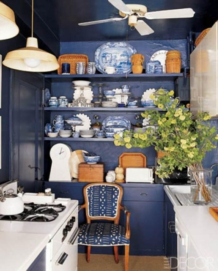 pintar cocina azul marino y blanca