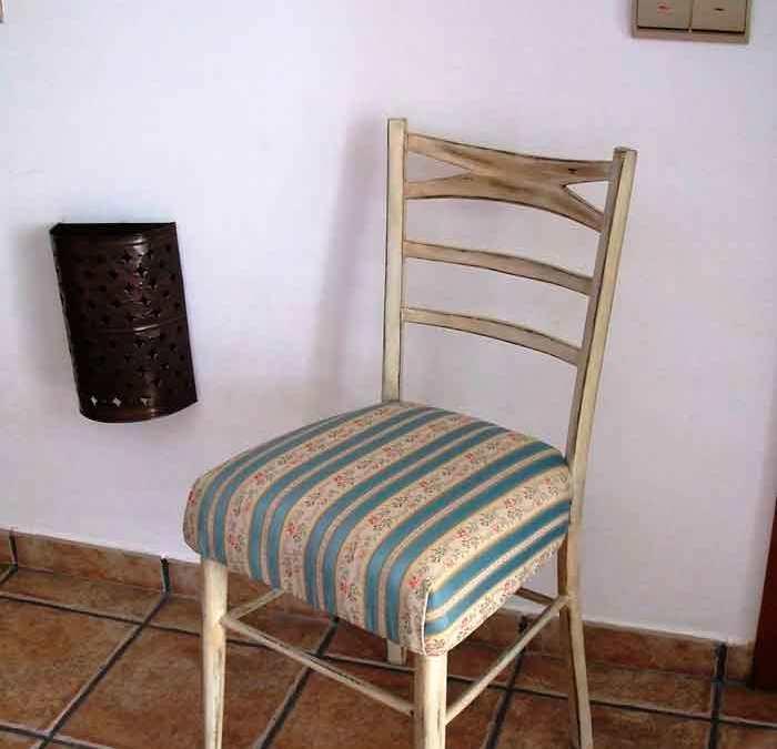 Restaurar una silla vieja a estilo vintage Restauración de la madera y retapizado