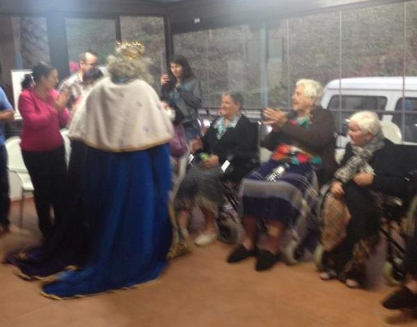 Los Reyes Magos visitan el Centro Residencial de Mayores