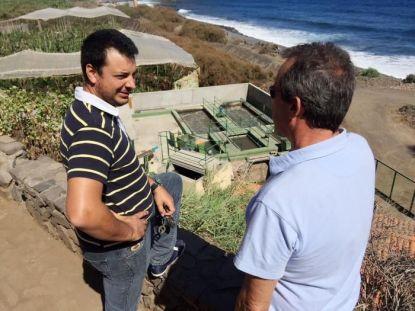 Pedro Negrín y Rubén Segredo en una visita a la depuradora