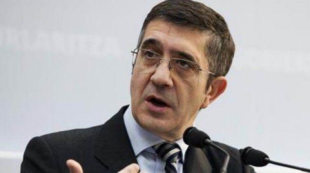 Patxi López precipita su candidatura para cortar el paso a Pedro Sánchez