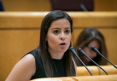 La senadora por La Gomera, Yaiza Castilla defiende los derechos de los consumidores