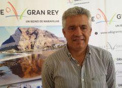 El alcalde de Valle Gran Rey firma el decreto de la subida salarial del personal municipal
