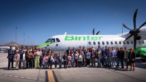 Binter Canarias materializa la petición del Gobierno y bautiza un avión con el nombre de 'La Graciosa'