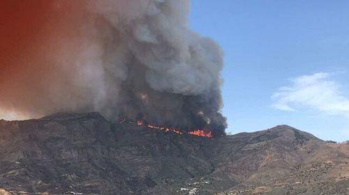 Otro incendio de gran potencial se desata en el norte de Gran Canaria y obliga a evacuar de nuevo Tejeda