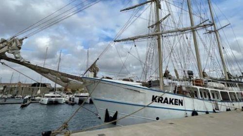El «Kraken», un velero de tres mástiles de la ONG Wings of the Ocean, llega a La Gomera