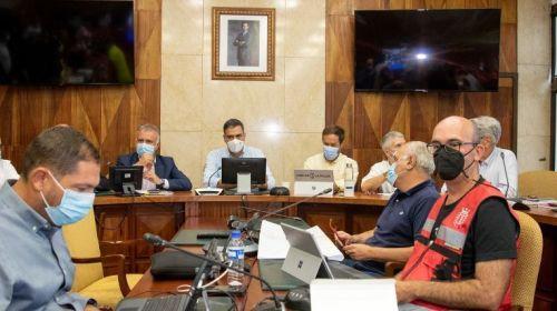 Torres pide a la población que extreme su seguridad por el volcán y agradece la visita del Rey
